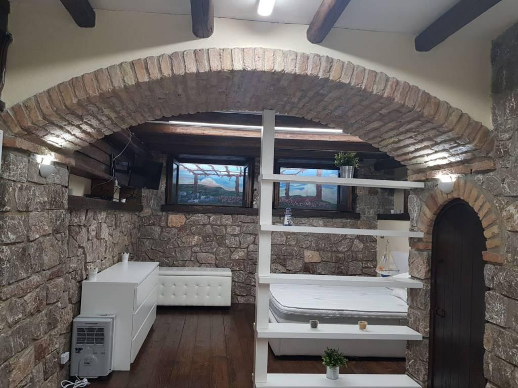 Bilocale, Aci Castello