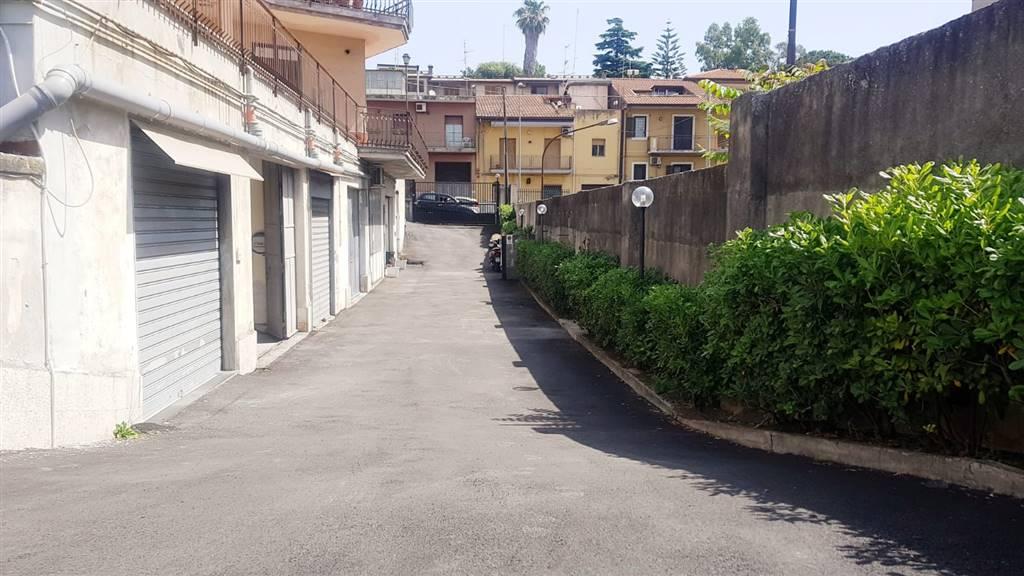 Locale commerciale, Gravina Di Catania