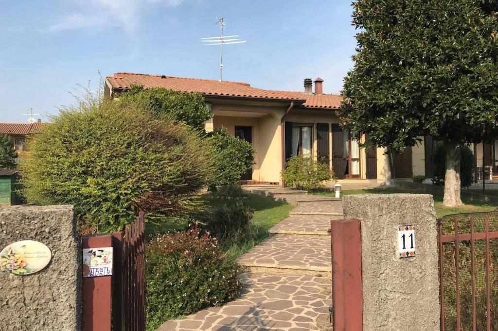 Villa a CASALETTO CEREDANO