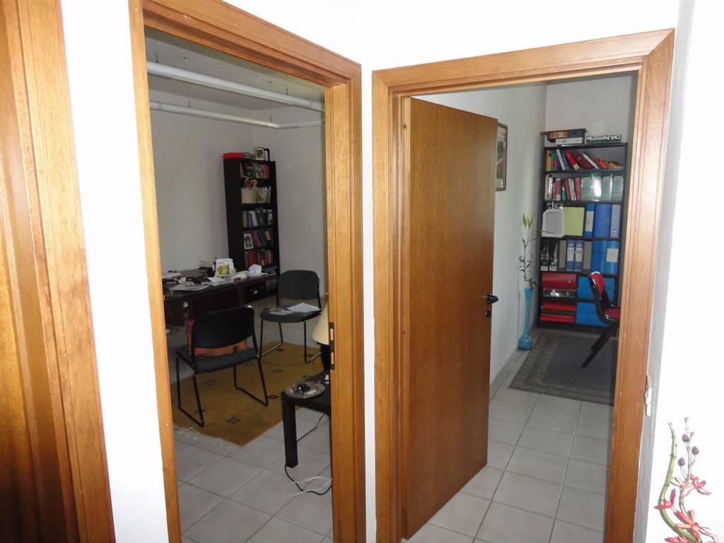 due uffici in fondo al corridoio •id:311030