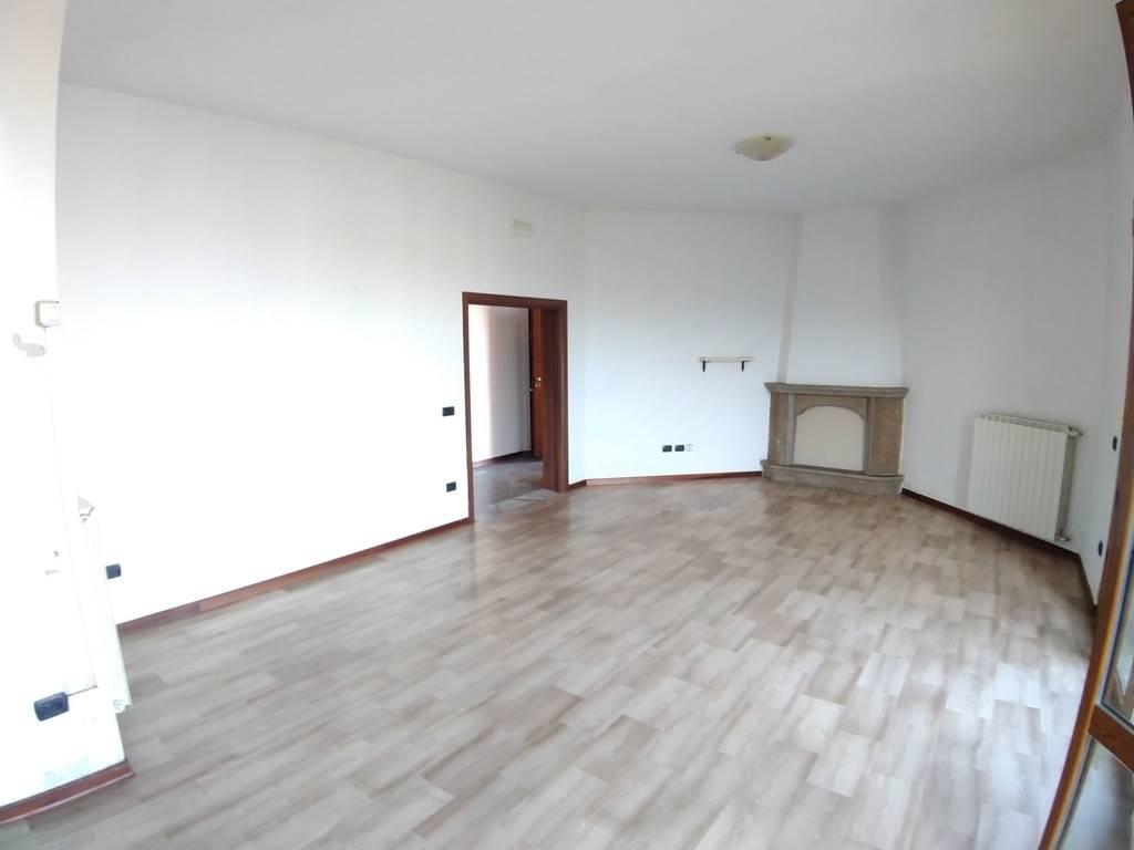 CENTRO, QUARRATA, Appartamento in vendita di 105 Mq, Buone condizioni, Riscaldamento Autonomo, Classe energetica: G, Epi: 203,83 kwh/m2 anno, posto