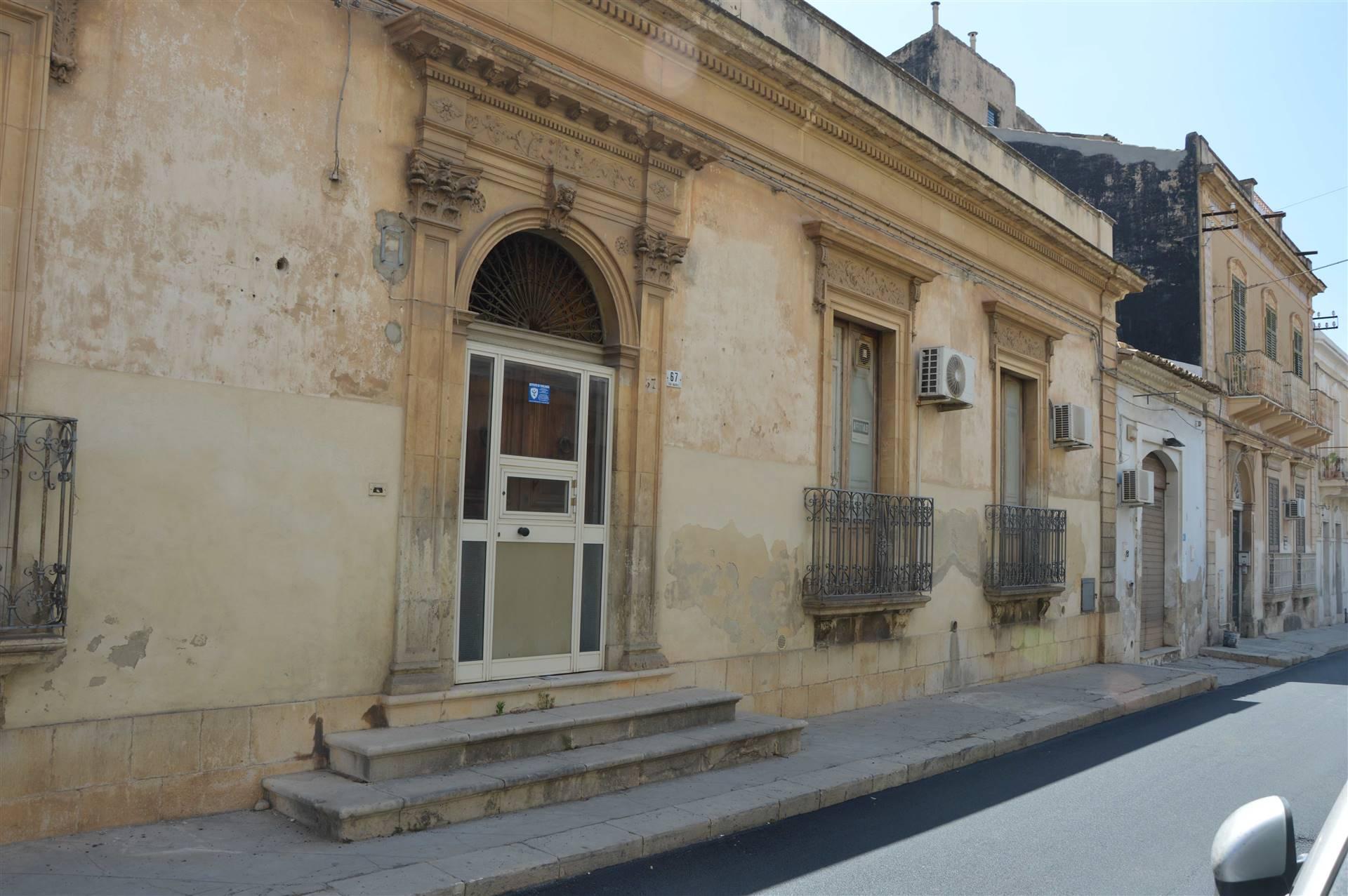 Attività / Licenza in affitto a Avola, 3 locali, zona Località: CENTRO, prezzo € 500   CambioCasa.it