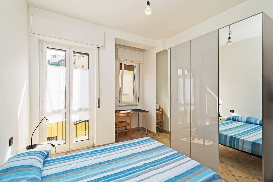 PIAZZALE SIENA, Milano, proponiamo in un appartamento quadrilocale luminoso ed arredato di 127mq ben disposti con ampia sala, cucina, balconi e doppi servizi, una ampia soluzione in condivisione. Si