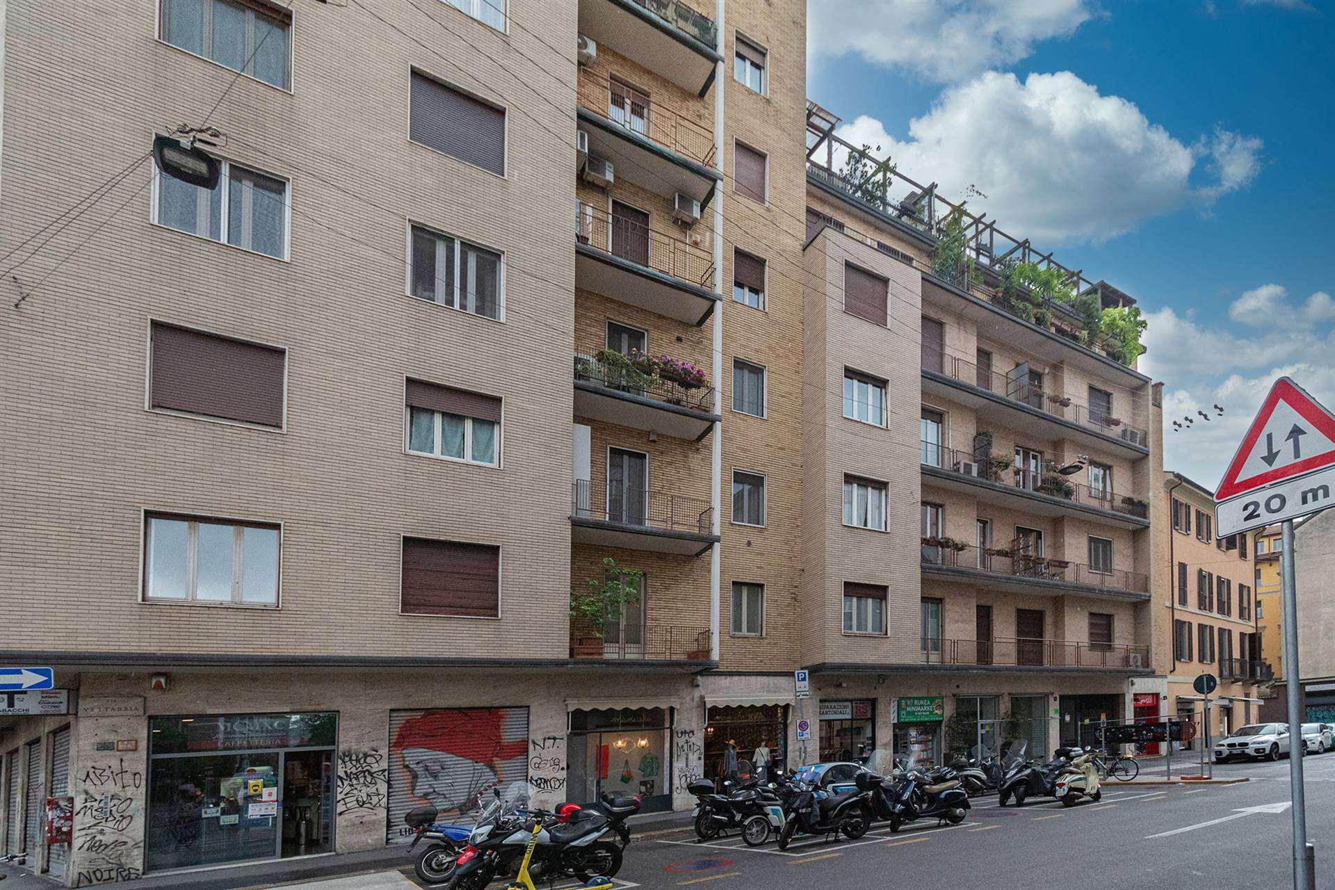 VIA MOLINO DELLE ARMI, Milano, nell'ambita zona est del quartiere Ticinese e a pochi metri dalle costruende fermate Vetra e Santa Sofia per la nuova linea 4 della metropolitana, proponiamo un