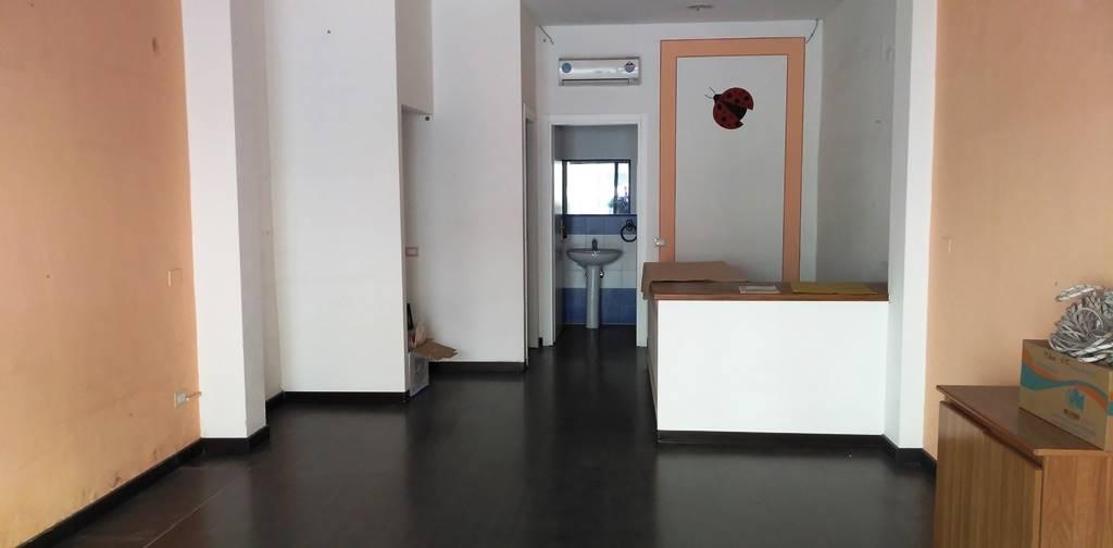 Negozio / Locale in affitto a Chiesina Uzzanese, 2 locali, prezzo € 500 | CambioCasa.it