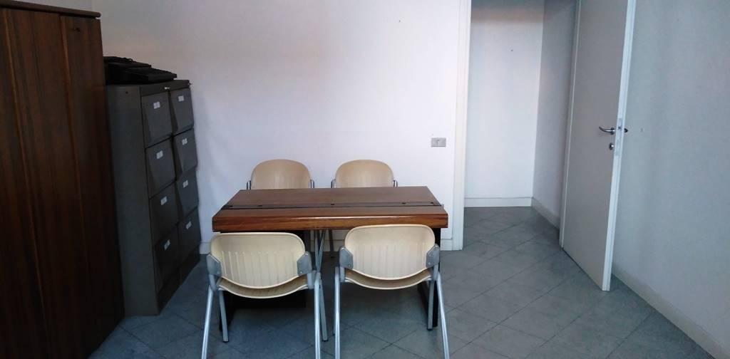 Ufficio / Studio in affitto a Montecatini-Terme, 2 locali, prezzo € 500   CambioCasa.it