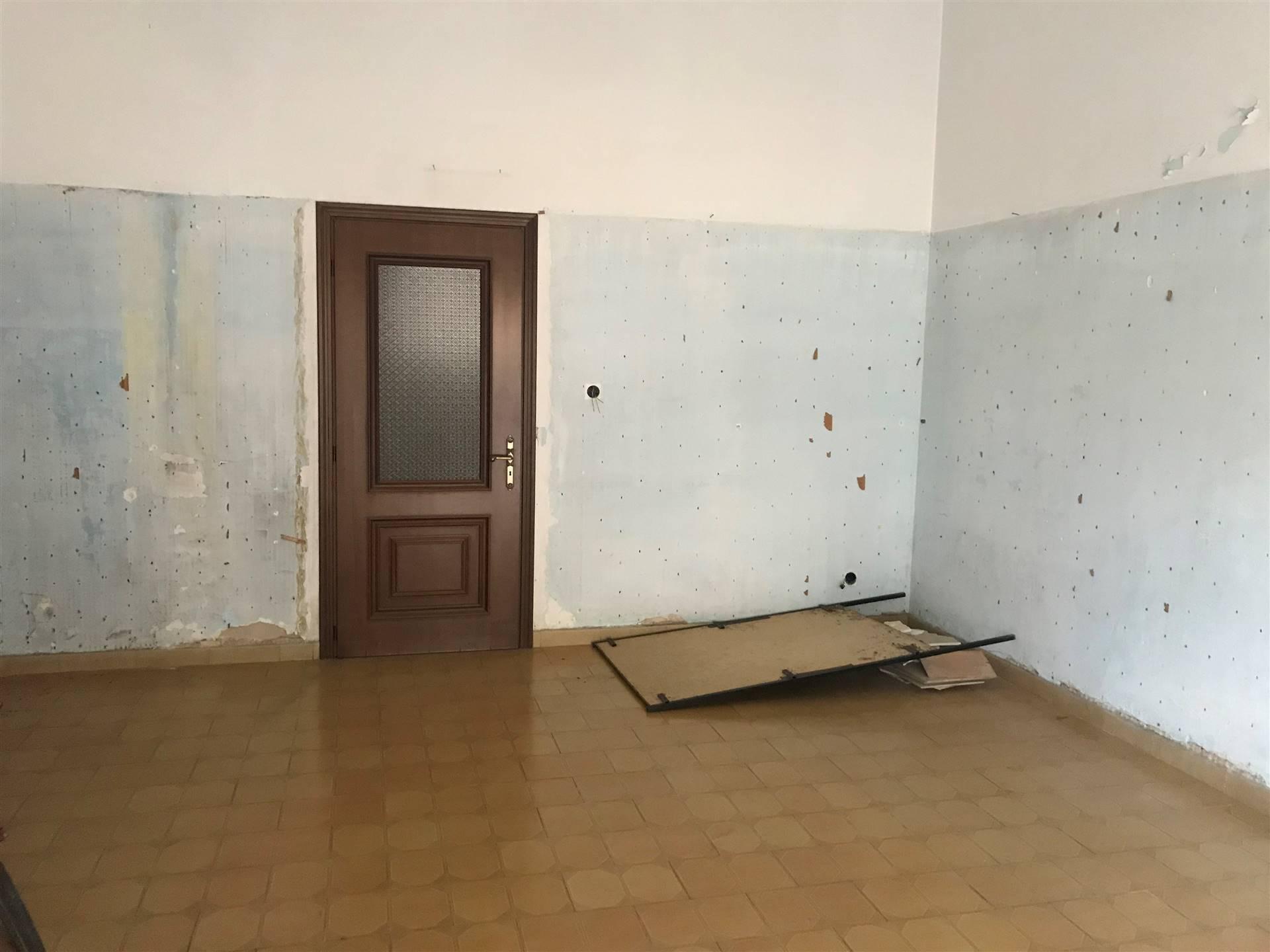 Appartamento in vendita a Ceglie Messapica, 3 locali, prezzo € 48.000 | CambioCasa.it