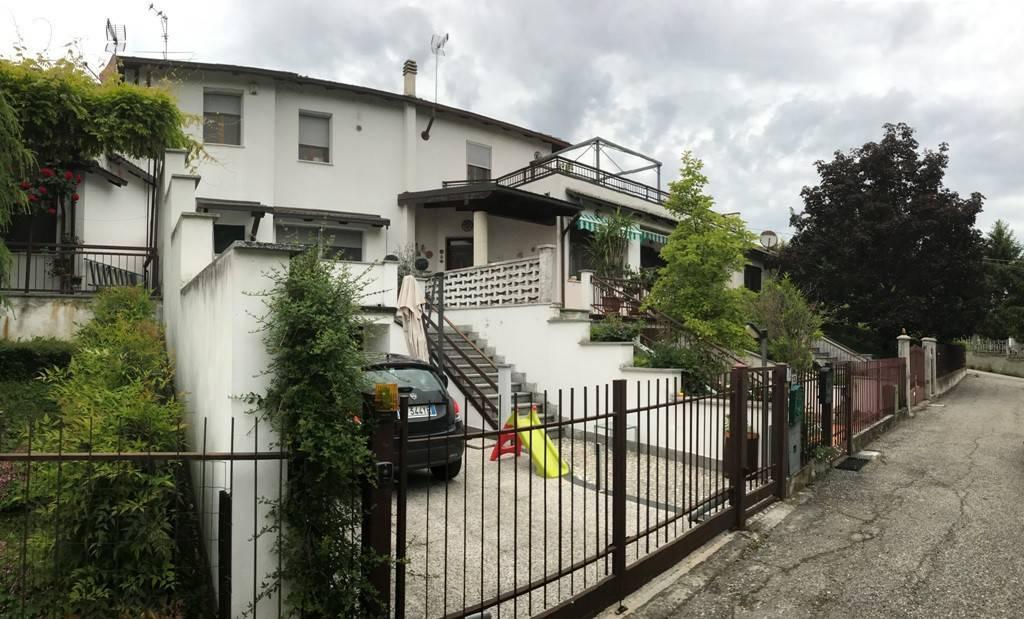 Villa a schiera, Pietra Marazzi, in ottime condizioni