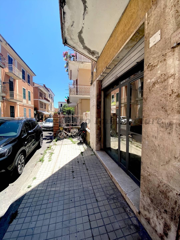 Foto - Locale Comm.le In Vendita Terracina