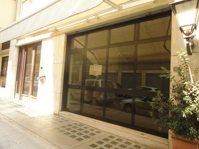 MAZZINI, LECCE, Shop for rent of 70 Sq. mt., Good condition, Energetic class: F, Epi: 409,5 kwh/m3 year, placed at Ground on 6, composed by: 2 Rooms,