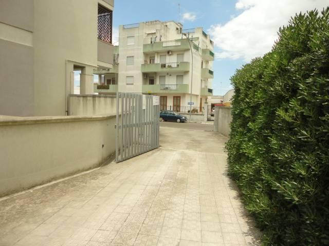In zona residenziale, proponiamo in vendita un box auto di 19 mq posto al piano sottoposto di uno spazio condominiale. Accesso carrabile agevole da