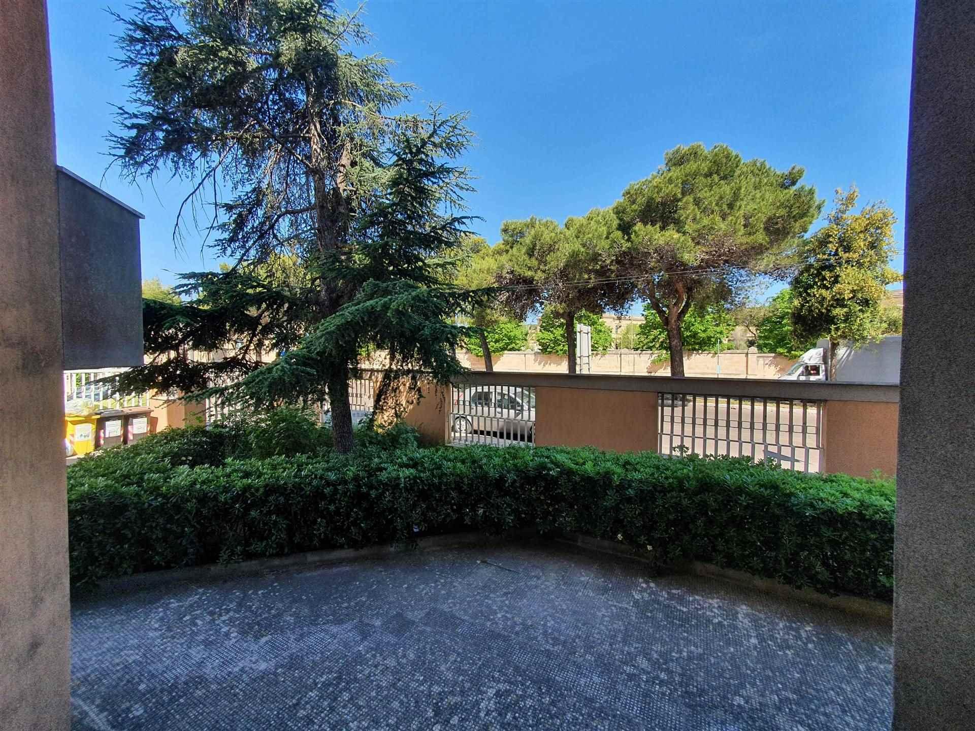 Proponiamo vicinanze Ospedale vecchio Vito Fazzi, e Arco di Prato, e di facile all'accesso alla tangenziale Lecce/Maglie ed in zona abbastanza