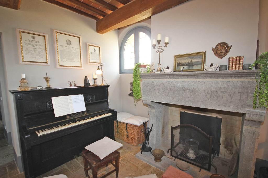 pianoforte e caminetto