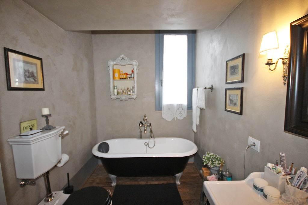 bagno principale con vasca