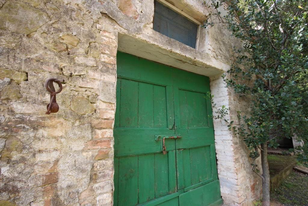 particolare ingresso capanna