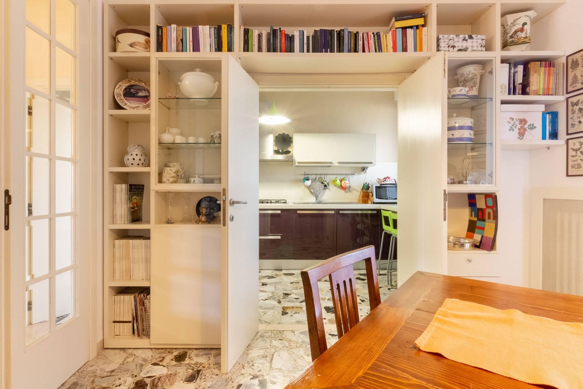 Vista cucina da tinello