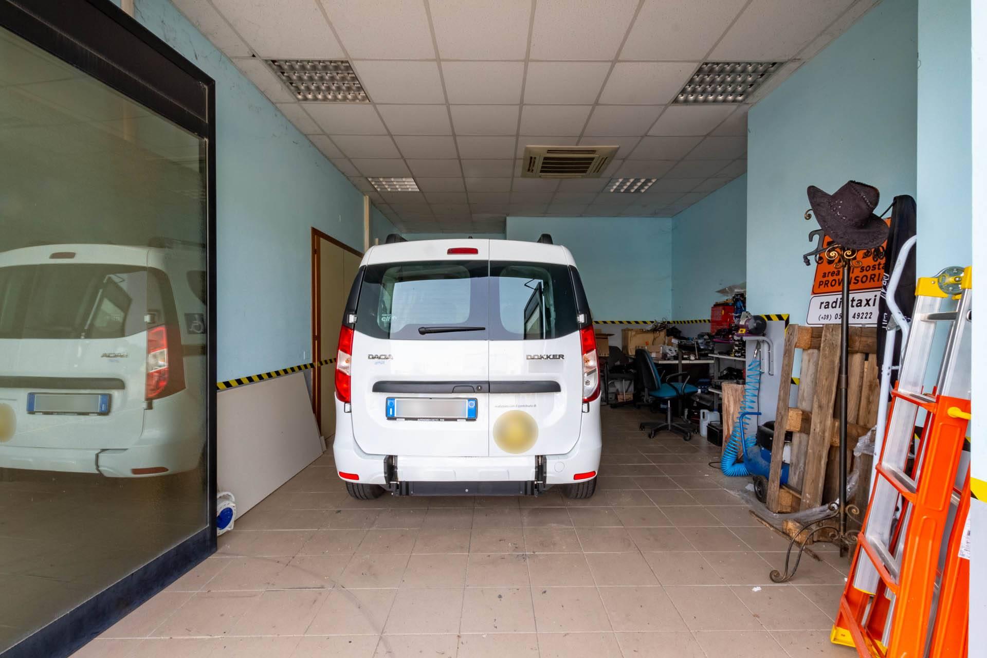 Ufficio/garage piano terreno