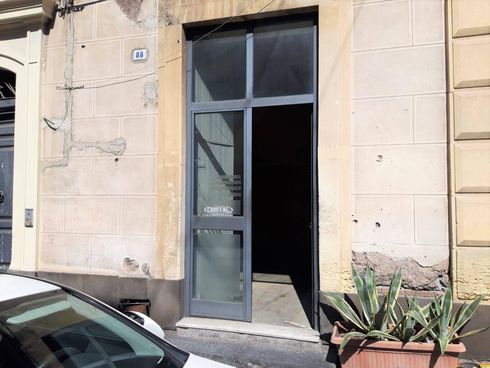 Negozio / Locale in affitto a Belpasso, 2 locali, prezzo € 400 | CambioCasa.it