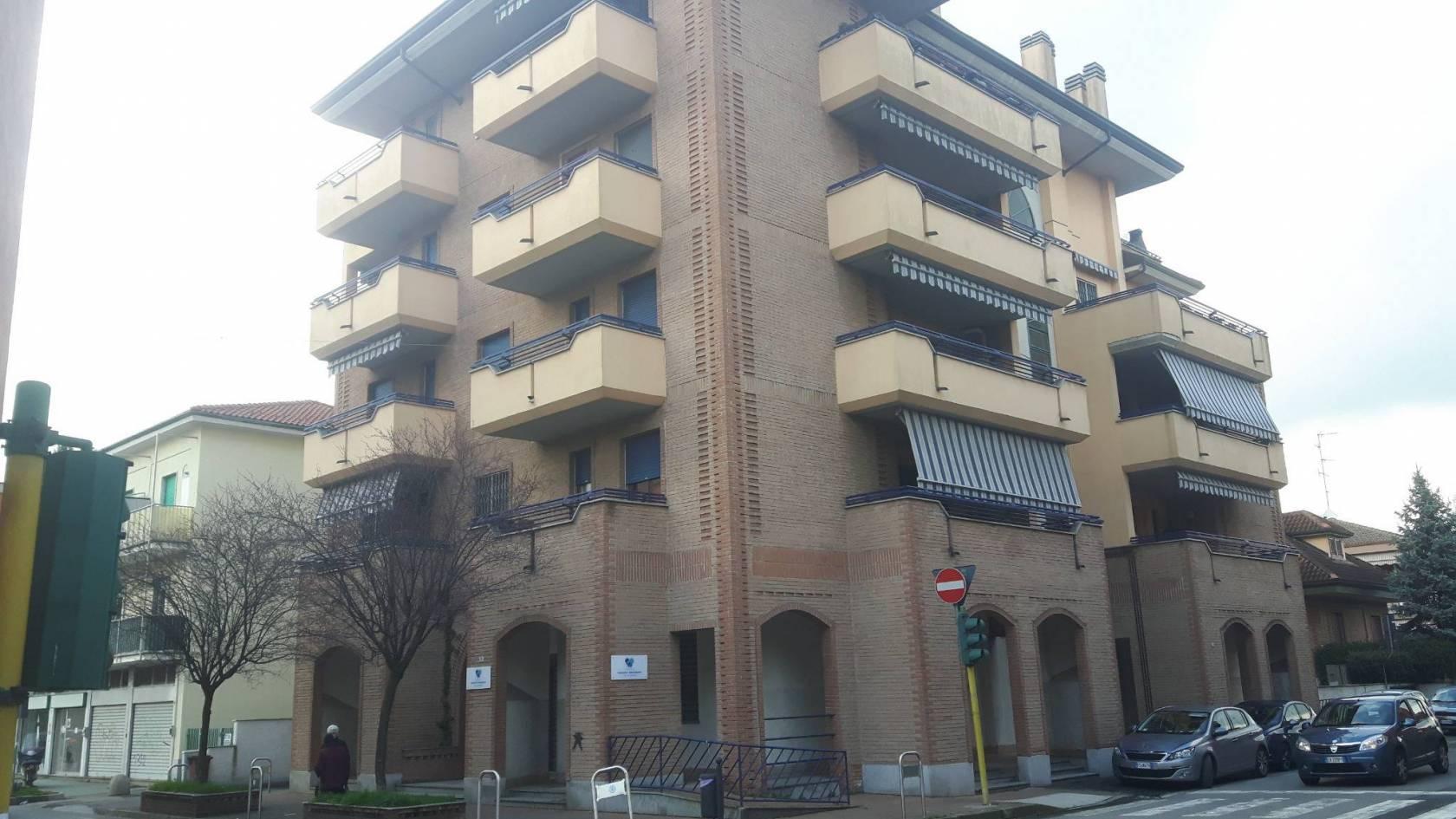 Capannone in vendita a Bollate, 8 locali, prezzo € 240.000 | PortaleAgenzieImmobiliari.it