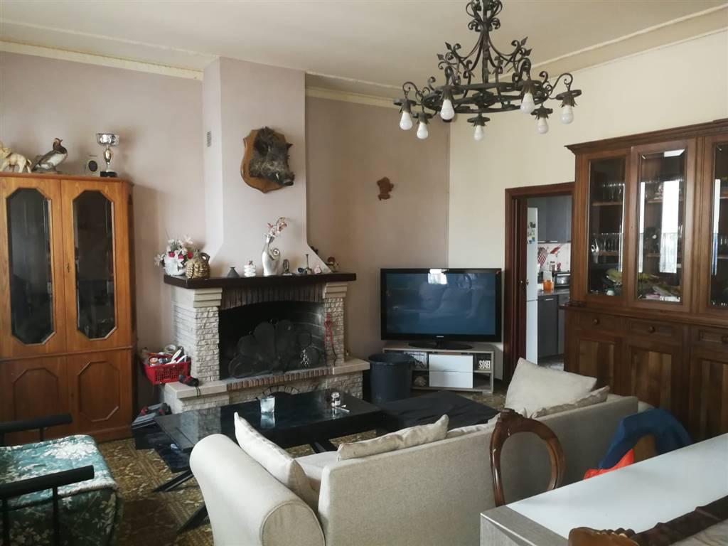 PISTOIA EST, PISTOIA, Appartamento in vendita di 130 Mq, Buone condizioni, Classe energetica: G, Epi: 150 kwh/m2 anno, posto al piano 1° su 1,