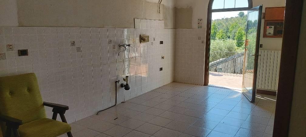 PISTOIA OVEST, PISTOIA, Appartamento indipendente in vendita di 110 Mq, Da ristrutturare, Riscaldamento Autonomo, Classe energetica: G, posto al