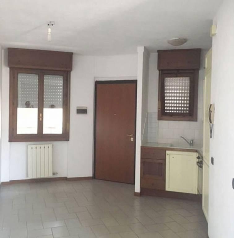 Vendita Bilocale Appartamento Azzate     246306