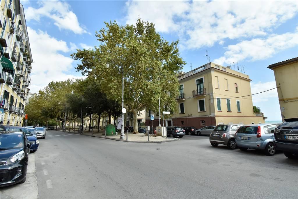 Bilocale in Piazza Alario  20, Centro, Salerno