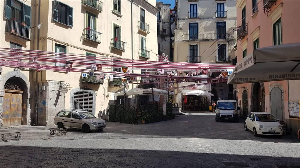 Attività commerciale in Via Dogana Vecchia  48, Centro Storico, Salerno
