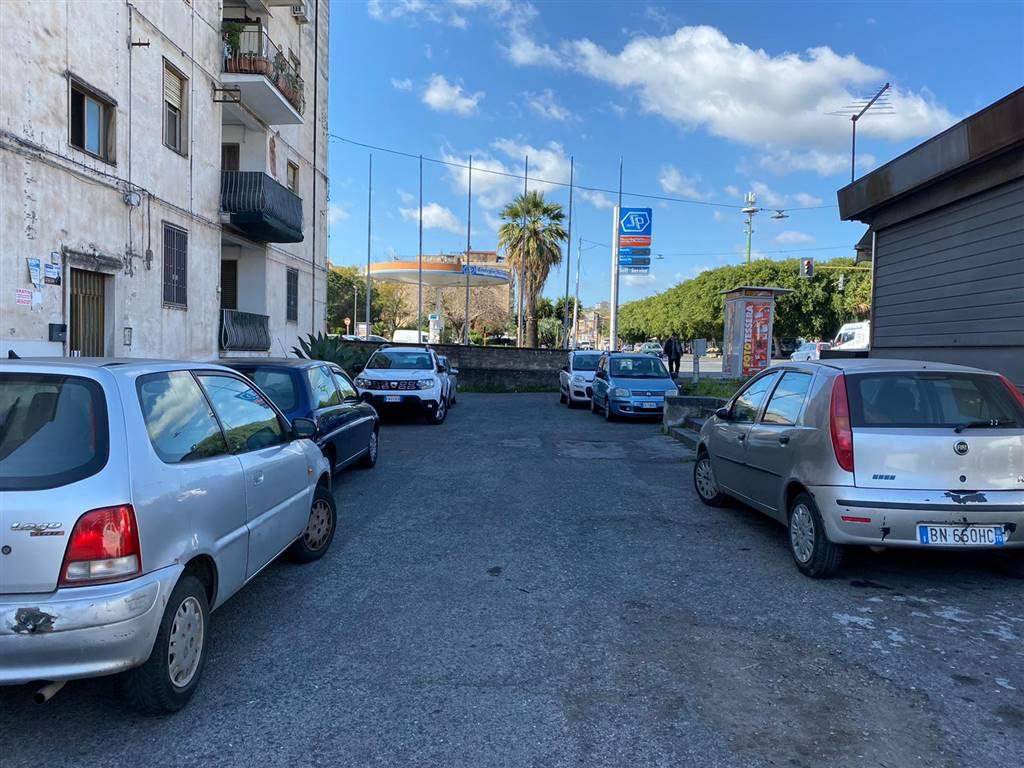 Area parcheggio antistante