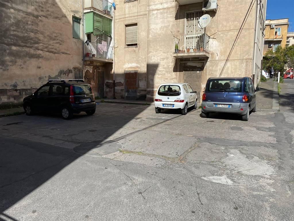 Area parcheggio retrostante