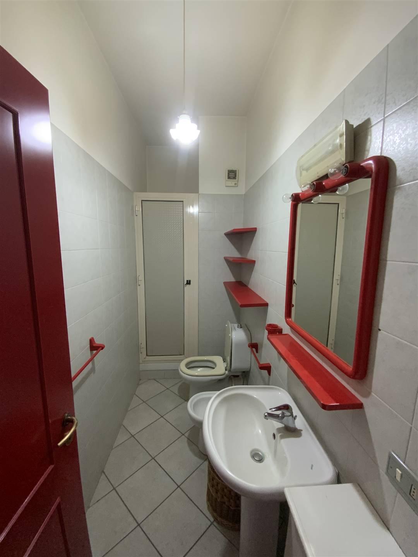 Servizio igienico con box doccia
