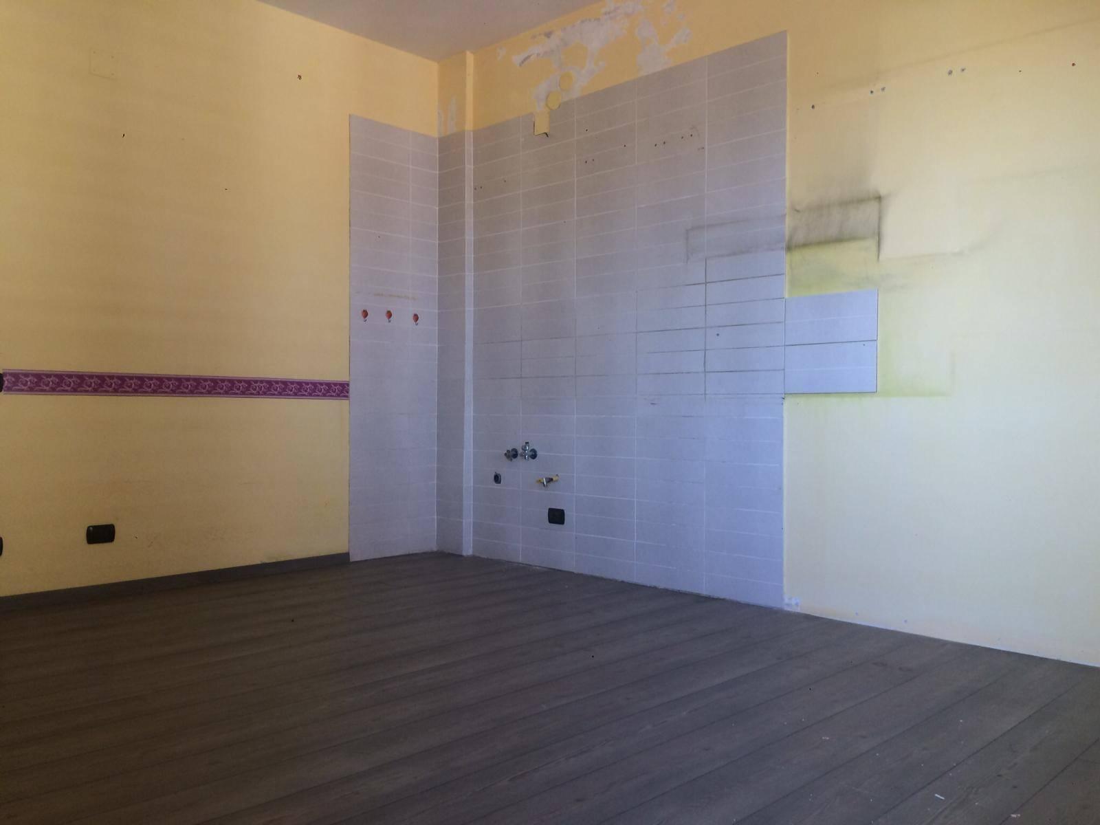 FUORNI, SALERNO, Appartamento in affitto di 110 Mq, Riscaldamento Autonomo, Classe energetica: G, posto al piano 1° su 3, composto da: 4 Vani, Cucina