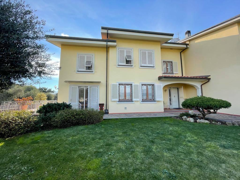 SANTA MARIA, BUGGIANO, Villa bifamiliare in vendita di 515 Mq, Ottime condizioni, Riscaldamento Autonomo, Classe energetica: C, posto al piano Terra