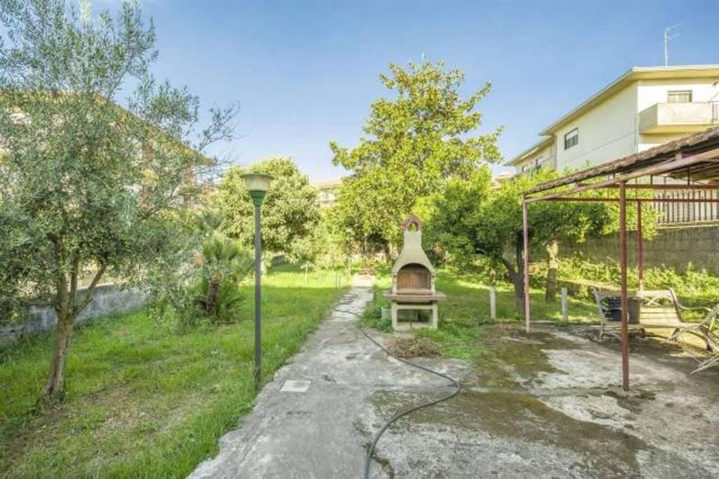 Villa in Via Riposto, Mascalucia