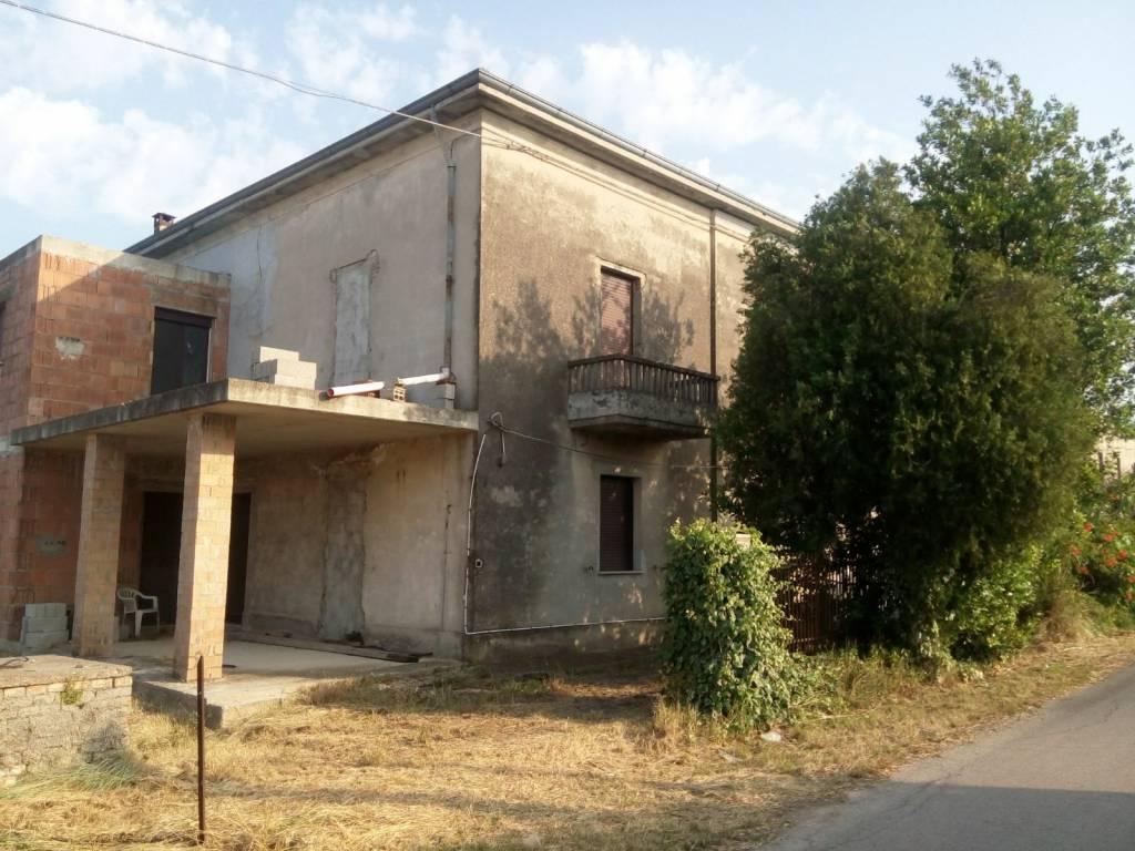 Soluzione Indipendente in vendita a Rocca San Giovanni, 8 locali, prezzo € 150.000 | CambioCasa.it