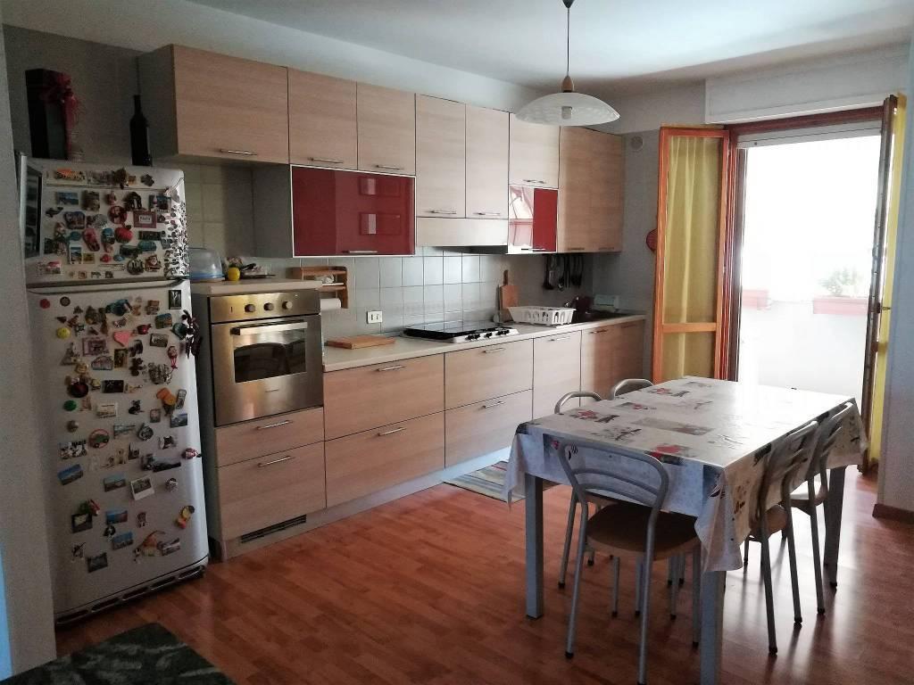Appartamento in vendita a Ortona, 5 locali, prezzo € 128.000   CambioCasa.it