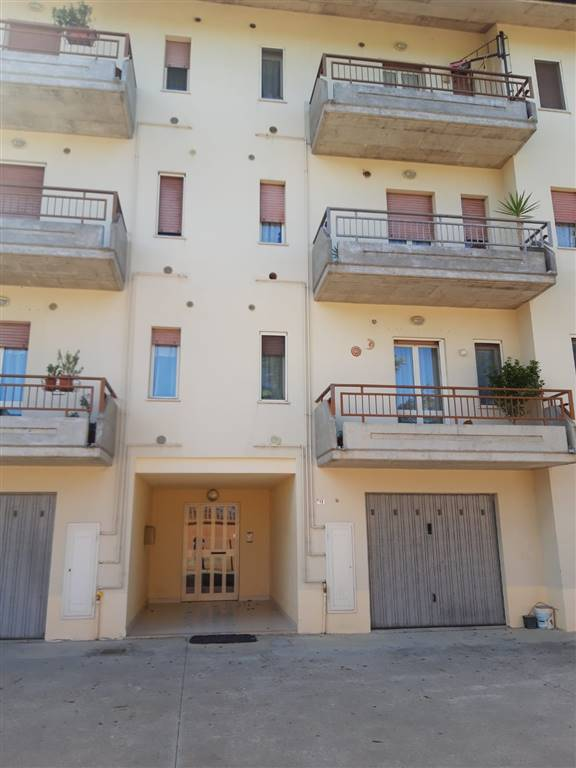 Appartamento in vendita a Atessa, 6 locali, prezzo € 110.000   CambioCasa.it
