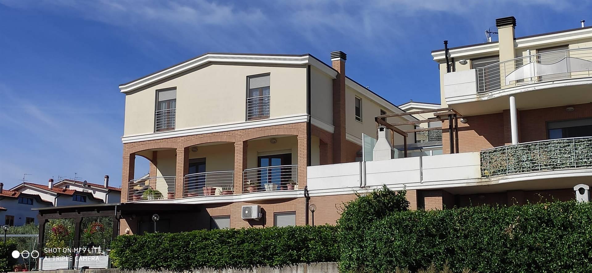 Appartamento in vendita a Ortona, 5 locali, zona Località: SANTA LUCIA, prezzo € 153.000 | PortaleAgenzieImmobiliari.it