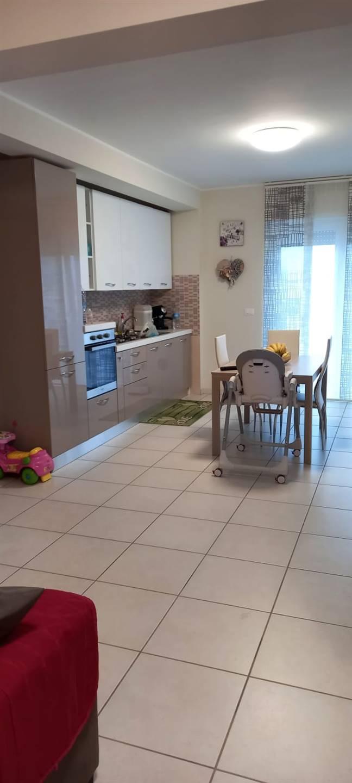 Appartamento in affitto a Castel Frentano, 5 locali, prezzo € 450   CambioCasa.it
