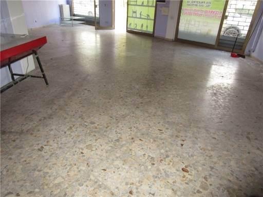 Locale commerciale in Affitto a Campi bisenzio zona  - immagine 7