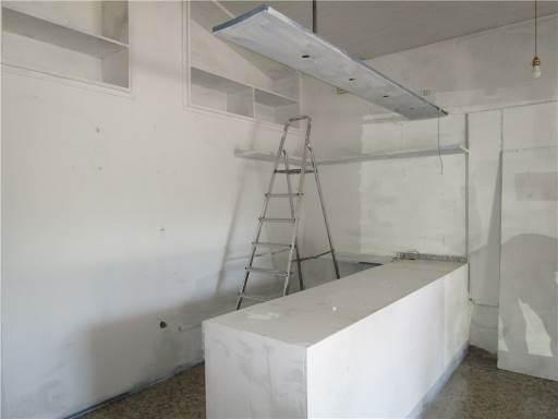 Locale commerciale in Affitto a Calenzano zona  - immagine 2