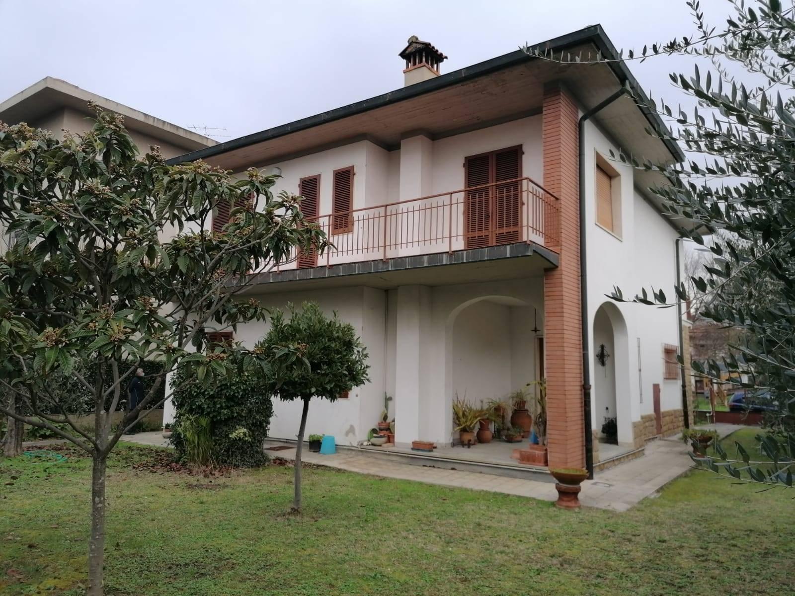 Villa in Vendita a Campi bisenzio zona  - immagine 1