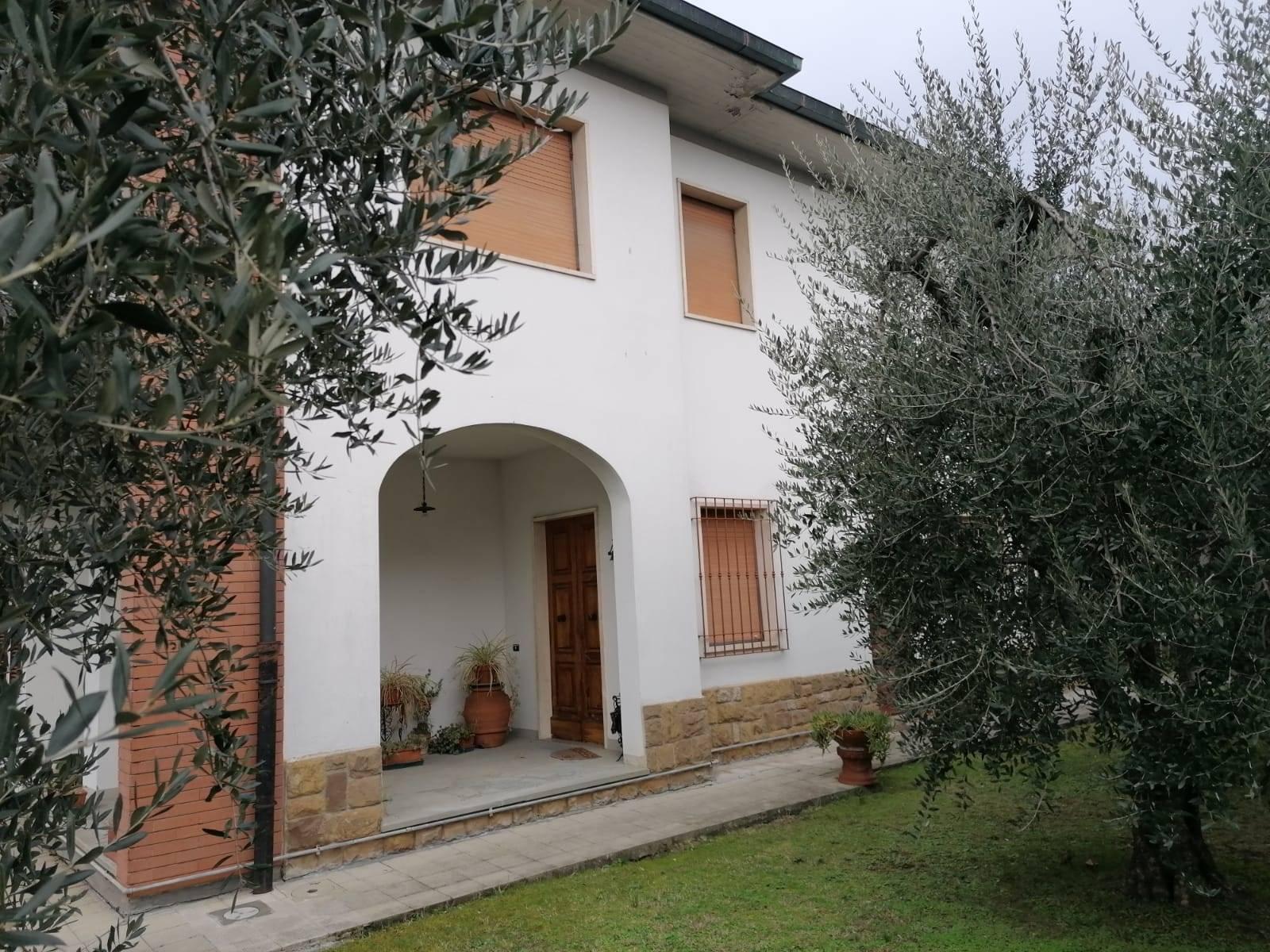Villa in Vendita a Campi bisenzio zona  - immagine 3