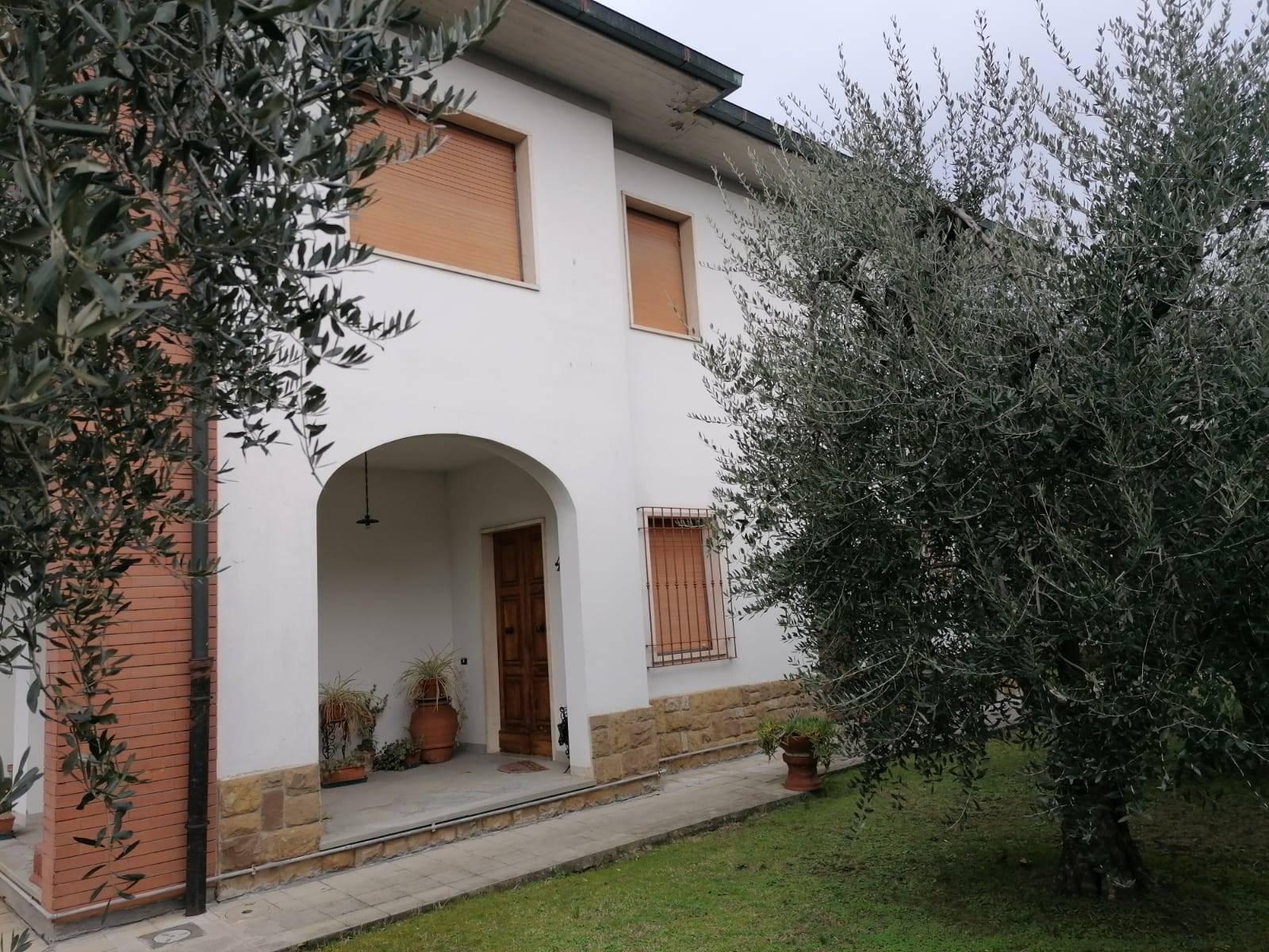 Villa in Vendita a Campi bisenzio zona  - immagine 2