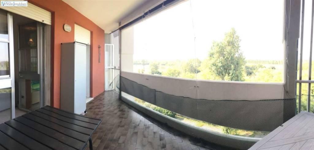 Appartamento in vendita a Chioggia, 4 locali, zona Località: ISOLA VERDE, prezzo € 100.000 | CambioCasa.it