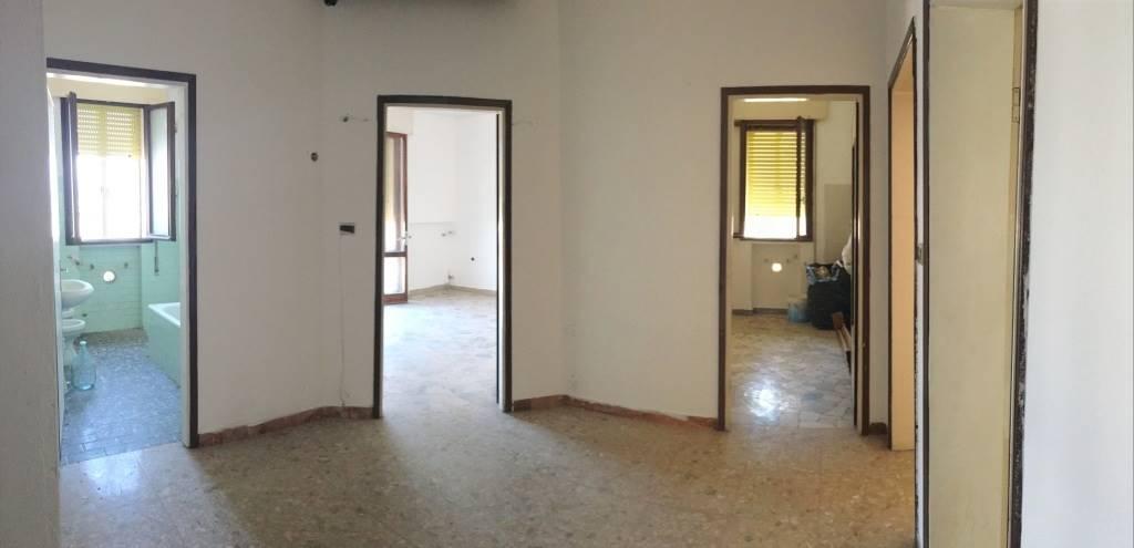 Appartamento in vendita a Chioggia, 6 locali, zona Zona: Sottomarina, prezzo € 90.000 | CambioCasa.it