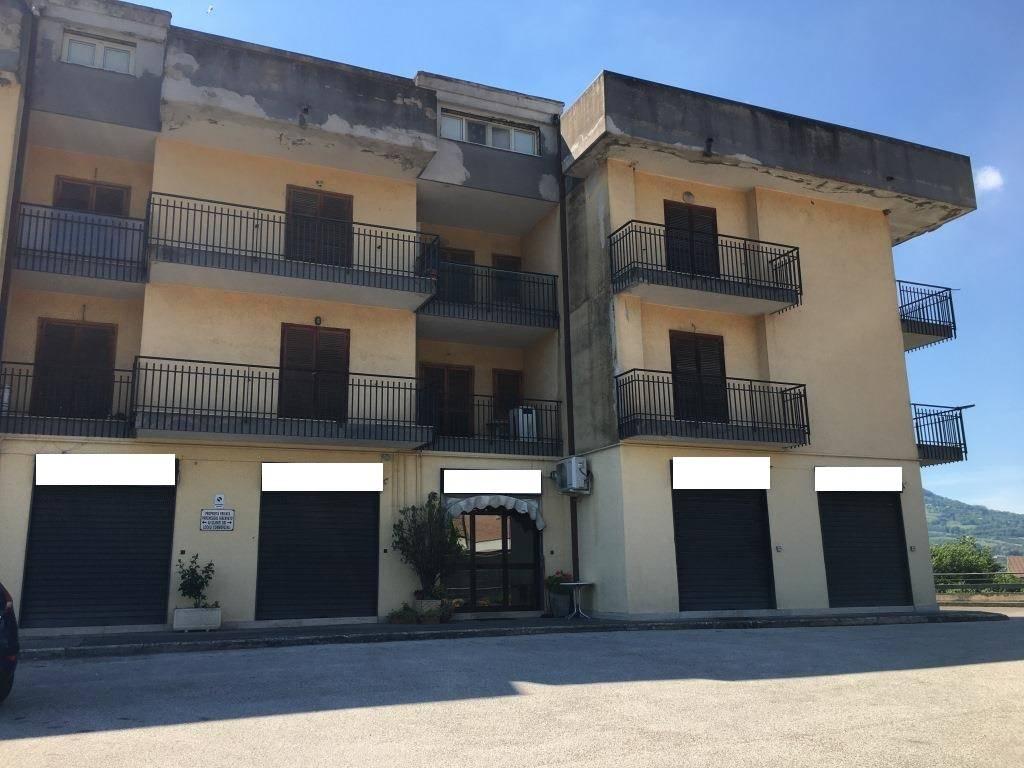 Negozio / Locale in vendita a Manocalzati, 3 locali, prezzo € 320.000 | CambioCasa.it