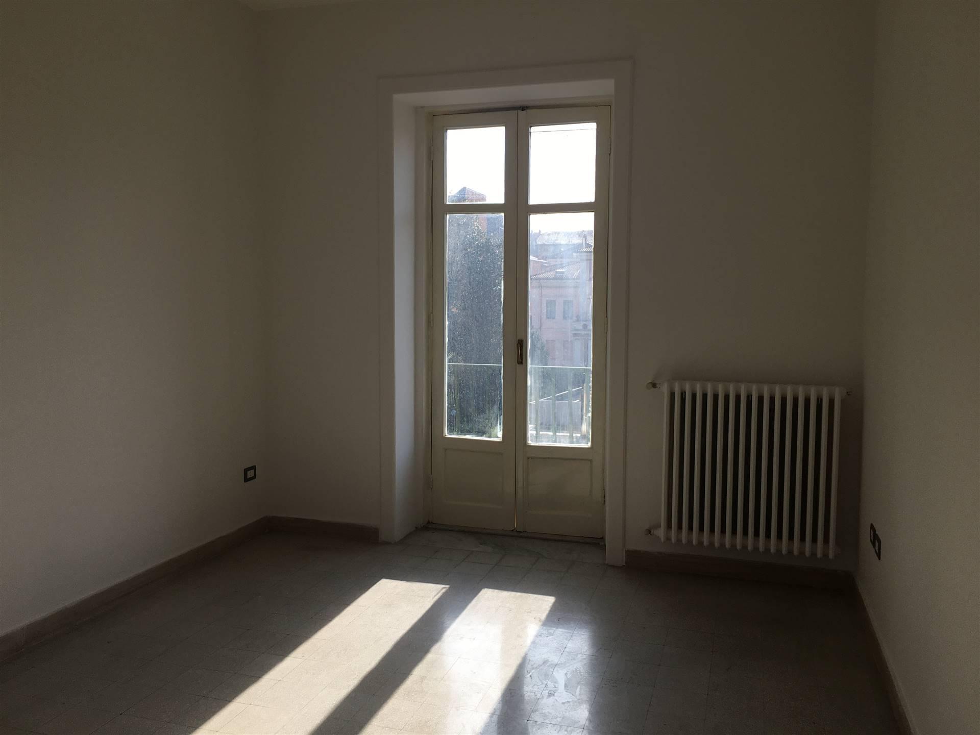 Appartamento in affitto a Avellino, 4 locali, zona Zona: Centro, prezzo € 550 | CambioCasa.it