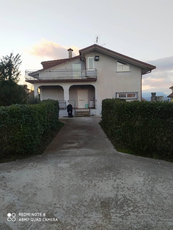Soluzione Semindipendente in affitto a Nusco, 4 locali, prezzo € 350 | CambioCasa.it
