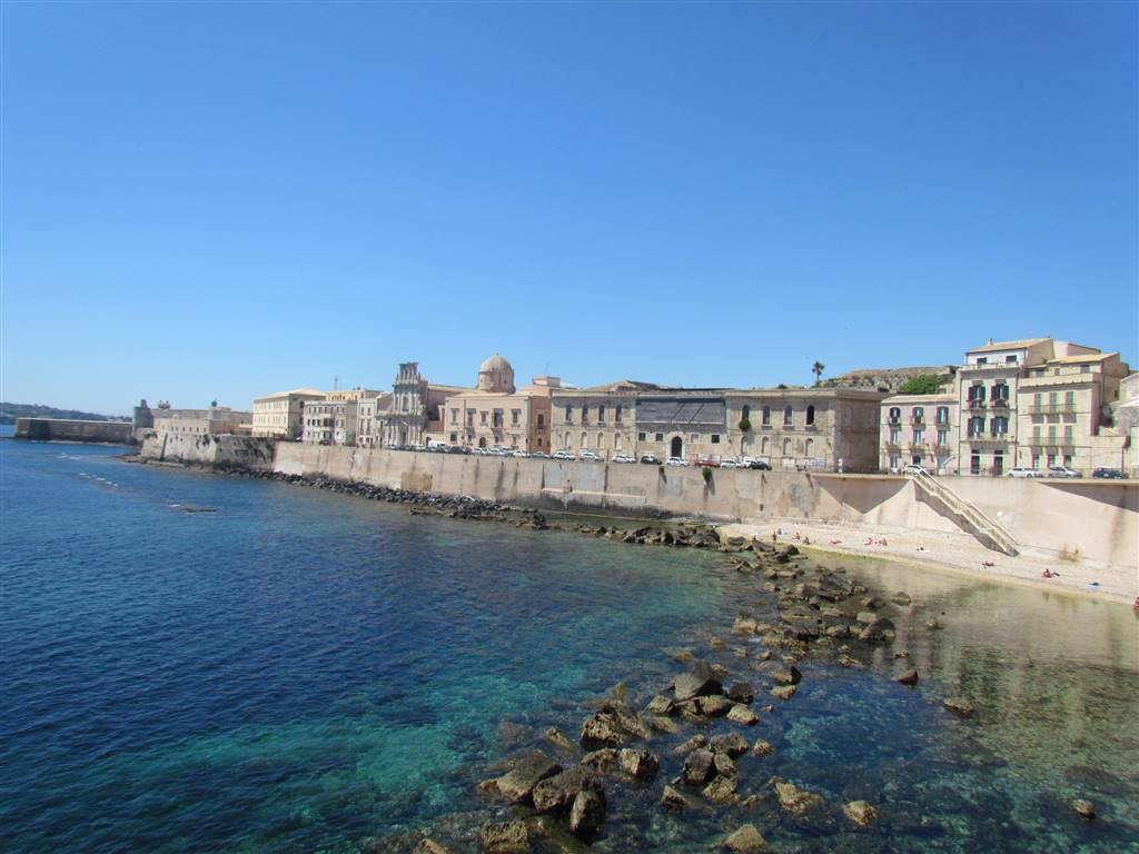 In one of the most suggestive district of Ortigia, Svevo's district, just 200 meters from the Maniace Castle and the Calarossa beach, we have a 70